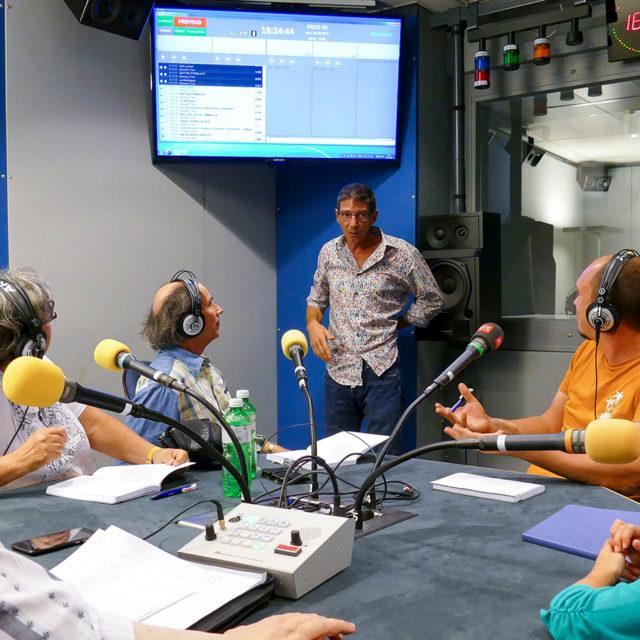 Des membres de la RTSR réalisent une émission radio!