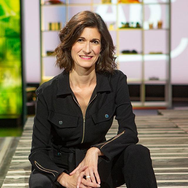 Linda Bourget, nouveau visage d'«ABE», présente l'émission dans un décor tout neuf