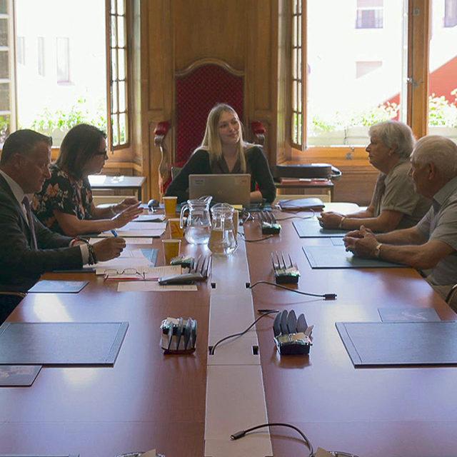 Une nouvelle série documentaire sur les coulisses de la naturalisation en Suisse